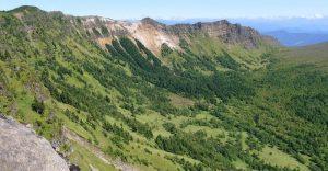 浅間山北麓の景観 (浅間山から見た黒斑山の山体)
