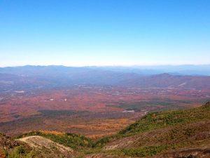 浅間山頂上付近からみた北麓の高原地帯