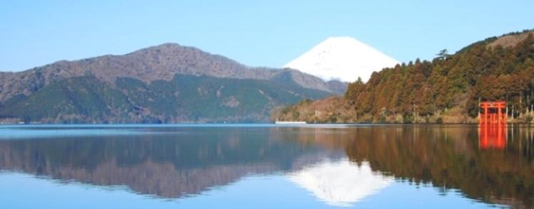 箱根・芦ノ湖から望む富士山(神奈川県)