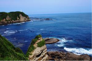 八幡岬公園から見える勝浦灯台