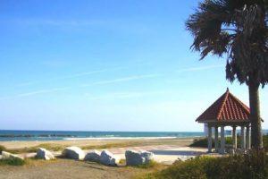 砂浜の景観が美しい和泉浦海岸