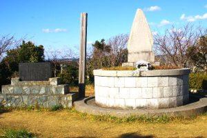 官軍塚の墓碑と石碑