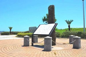 興津海浜公園の繋船柱碑