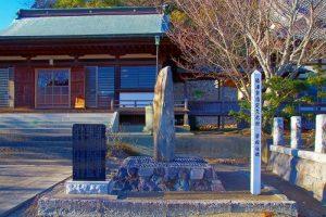 妙覚寺境内にある「繋船柱碑」