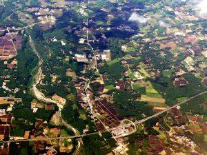 那須野が原の空撮画像(那珂川の上を走る東北自動車道那須IC)