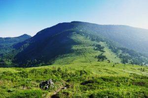 御飯岳頂上付近 (村の北西方向)