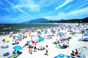 太東海水浴場の夏の賑わい