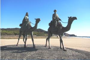 「月の沙漠」記念像
