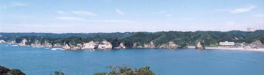 鵜原理想郷の「黄昏の丘」から望む守谷方面のリアス式海岸線の美景