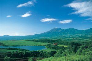 バラギ湖キャンプ場から望む四阿山