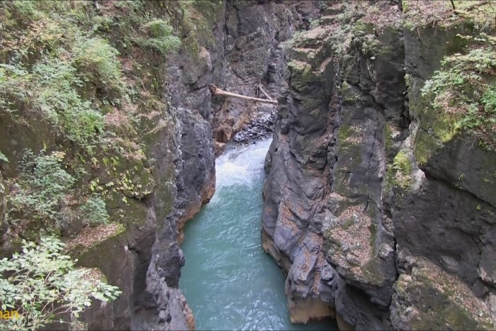吾妻川の渓谷美 (鹿飛橋付近)