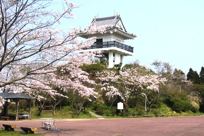 万木城跡公園の天守閣風展望台