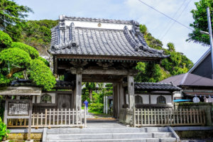 覚翁寺の山門
