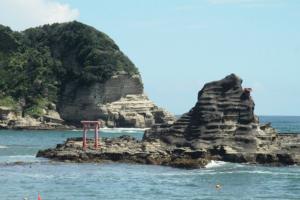 守谷海岸の鳥居のある渡島