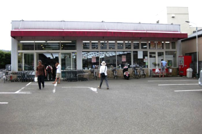 別荘地近隣の地元スーパー